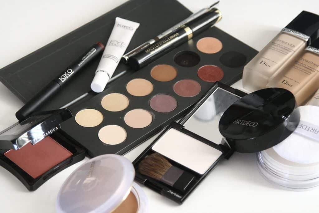 Acquistare makeup: ecco come fare acquisti più consapevoli.